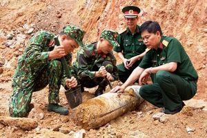 Phát hiện quả bom còn nguyên ngòi nổ ngay trung tâm TP Hạ Long