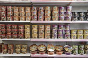 Mì ăn liền 'sốt' trở lại: Kinh tế khó khăn, người Trung Quốc 'thắt lưng buộc bụng' chi tiêu?