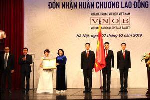 Nhà hát Nhạc vũ kịch Việt Nam đón Huân chương Lao động hạng Nhì