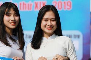 'Nữ sinh gây sốt' chia sẻ kỷ niệm đáng nhớ cùng giải bóng đá học sinh Hà Nội