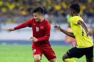 Cặp vé 'chợ đen' trận Việt Nam - Malaysia giá ngang một chỉ vàng