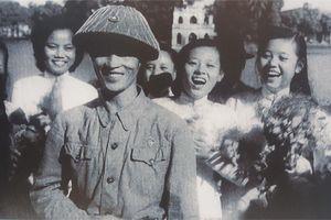 Tất cả Hà Nội đổ ra đường đón chào giờ phút lịch sử