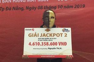 Cô bán vé số dạo tại Đà Nẵng trúng 4 tỷ đồng Vietlott