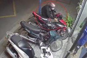 Dùng 2 lớp khóa vẫn bị trộm xe máy ở TP.HCM