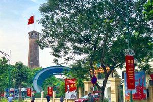 Hà Nội rực rỡ cờ hoa chào mừng 65 năm ngày Giải phóng