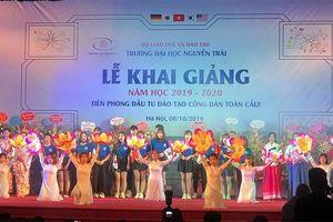 Trường Đại học Nguyễn Trãi khai giảng và trao học bổng cho hơn 300 tân sinh viên