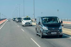 Ford Tourneo từ 999 triệu 'đấu' Kia Sedona tại Việt Nam