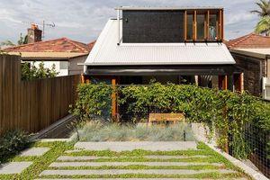 Mát rượi ngôi nhà 2 tầng 'ôm' trọn thiên nhiên trong sân vườn