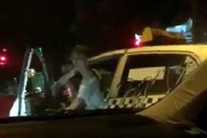 Làm rõ vụ lái xe taxi Thanh Nga hung hăng đòi đốt xe Camry đang dừng đèn đỏ