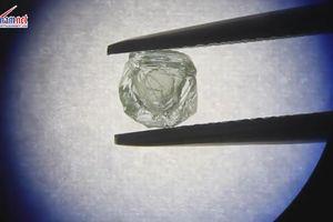 Tìm thấy viên kim cương kép quý hiếm đâu tiên trong lịch sử