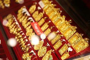 Giá vàng 'hạ nhiệt' vuột mốc 42 triệu đồng/lượng