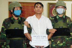 Hà Tĩnh: Bắt kẻ mang theo súng ngắn vận chuyển thuê 5 bánh heroin