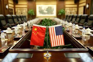 Ba ngày trước đàm phán, Mỹ bất ngờ trừng phạt 28 thực thể Trung Quốc và đe dọa gắn đàm phán với tình hình Hồng Kông
