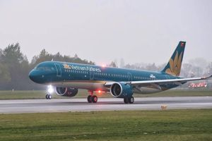Máy bay Vietnam Airlines quay đầu khẩn cấp, cứu khách ngoại co giật