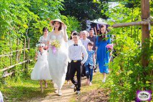 Đám cưới của cặp đôi 'đũa lệch', cô dâu hơn chú rể nửa mét gây bão mạng