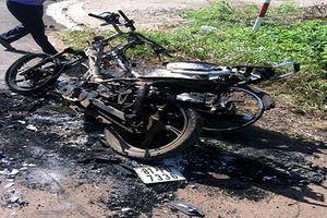 'Cả giận mất khôn' đốt 2 xe máy cháy rụi
