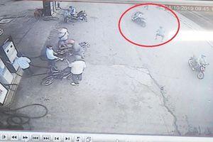 Bị đâm trọng thương khi truy cản băng nhóm cướp giật tài sản