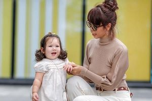 Tan chảy với loạt khoảnh khắc đáng yêu của con gái Hà Anh khi xuống phố cùng mẹ