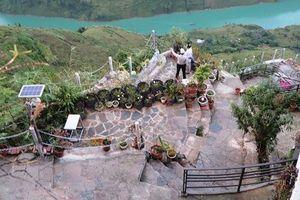 Đoàn công tác của Bộ VHTTDL khảo sát thực tế công trình xây dựng trái phép tại đèo Mã Pì Lèng
