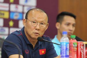 HLV Park Hang-seo khen hàng công Malaysia tiến bộ