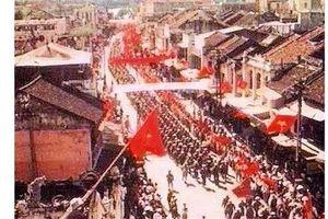 [ẢNH} Không khí của Hà Nội những ngày cờ hoa cách đây 65 năm