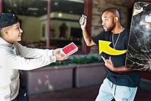 Thanh niên đập điện thoại người lạ và đền bằng iPhone 11