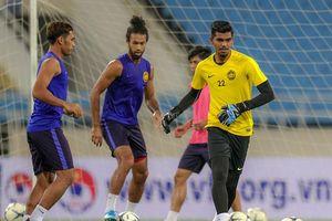 Malaysia chơi bóng bằng tay trước trận đối đầu tuyển Việt Nam