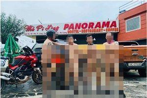 Cộng đồng mạng bức xúc trước hành động 'ăn mặc mát mẻ' trên Mã Pì Lèng của 4 người đàn ông