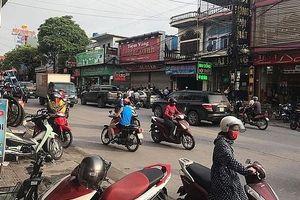 Kẻ cướp tiệm vàng bị ô tô tông trúng khi đang ôm ba lô tiền bỏ chạy