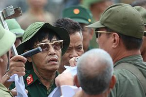 Nhiều thương binh có mặt tại trụ sở VFF mua vé trận Việt Nam và Malaysia
