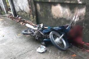 Hà Nội: Ông lão đang đi xe máy bất ngờ bị đánh tử vong