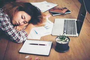 3 kiểu ngủ trưa không khác gì 'tự sát', 90% dân văn phòng đều mắc phải