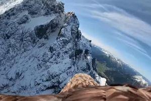 Hình ảnh độc đáo về sự tan chảy của sông băng trên dãy Alps do 'đại bàng quay'
