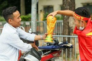 Hai trăm nghìn cho một chiếc Cup vô địch thế giới