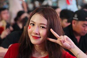 Cổ động viên gọi tên Quang Hải sau khi Việt Nam đánh bại Malaysia