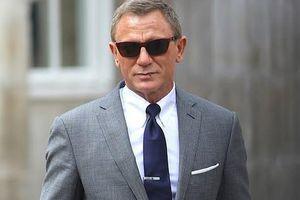 Đoàn phim 'James Bond' khiến căn cứ không quân khốn đốn