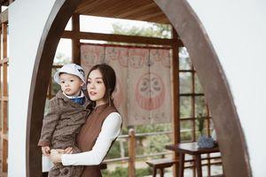 Á hậu Dương Cẩm Lynh rạng rỡ đón sinh nhật cùng con trai
