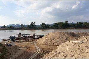 Nghệ An: Đình chỉ 25 bãi tập kết, kinh doanh cát sỏi trái phép