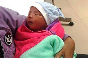 Bé trai 1 tuần tuổi bị bỏ rơi trên cống chui ở Quảng Nam