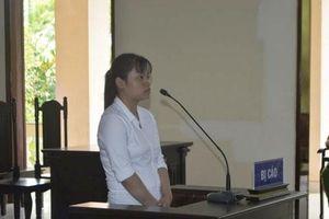 Cô gái 18 tuổi đâm chết chồng hờ, lãnh 4 năm tù giam
