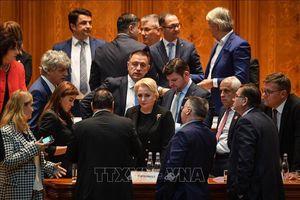 Chính phủ của Thủ tướng Viorica Dancila không vượt qua cuộc bỏ phiếu bất tín nhiệm