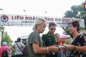 Lộ diện 'bà trùm' mua - bán vé ngay tại cổng Liên đoàn Bóng đá Việt Nam