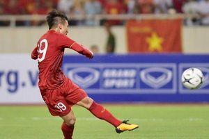 Quang Hải ghi bàn 'nhanh như cắt' đánh bại tuyển Malaysia