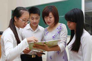 Cấp giấy chứng nhận hoàn thành chương trình lớp 12: Thừa và chồng chéo