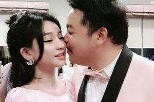 Lộ ảnh Quang Lê công khai tình tứ với vợ cũ Hồ Quang Hiếu