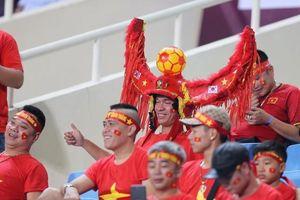 Hot girl gây 'sốt' trên khán đài trận Việt Nam - Malaysia