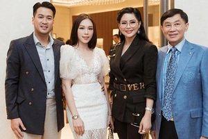 Linh Rin khoe ảnh tình cảm khi gặp cha mẹ thiếu gia Phillip Nguyễn
