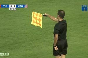 Pha ghi bàn bị việt vị đáng tiếc của Quang Hải vào lưới Malaysia
