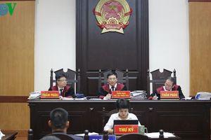Tòa hoãn xử vụ kiện giữa đạo diễn Việt Tú và Công ty Tuần Châu