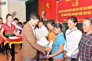 Sơn La trao quyết định nhập quốc tịch Việt Nam cho 123 công dân Lào